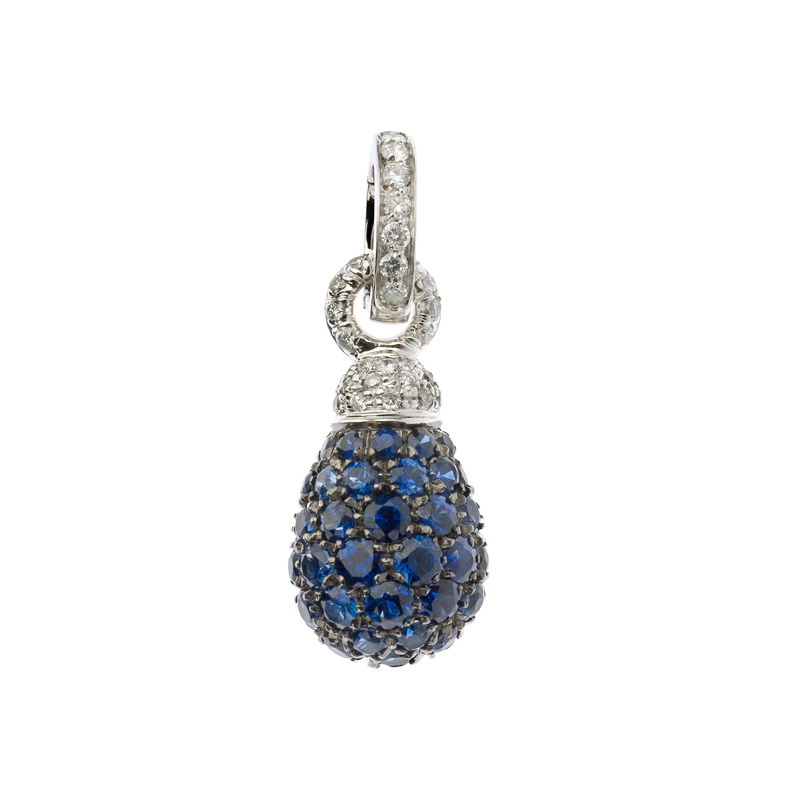 Charm set in white gold, diamonds and blue sapphire
