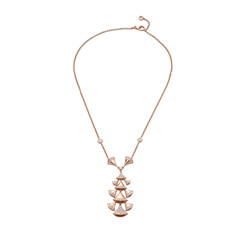 Necklace in rose gold and diamonds