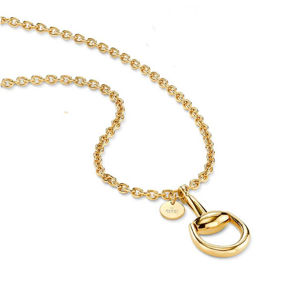 Necklace with pendant in yellow gold