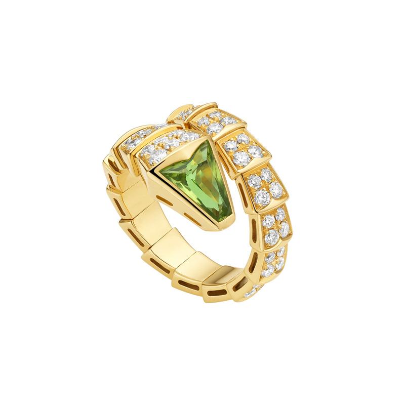Yellow Gold Ring with Peridot and Diamonds