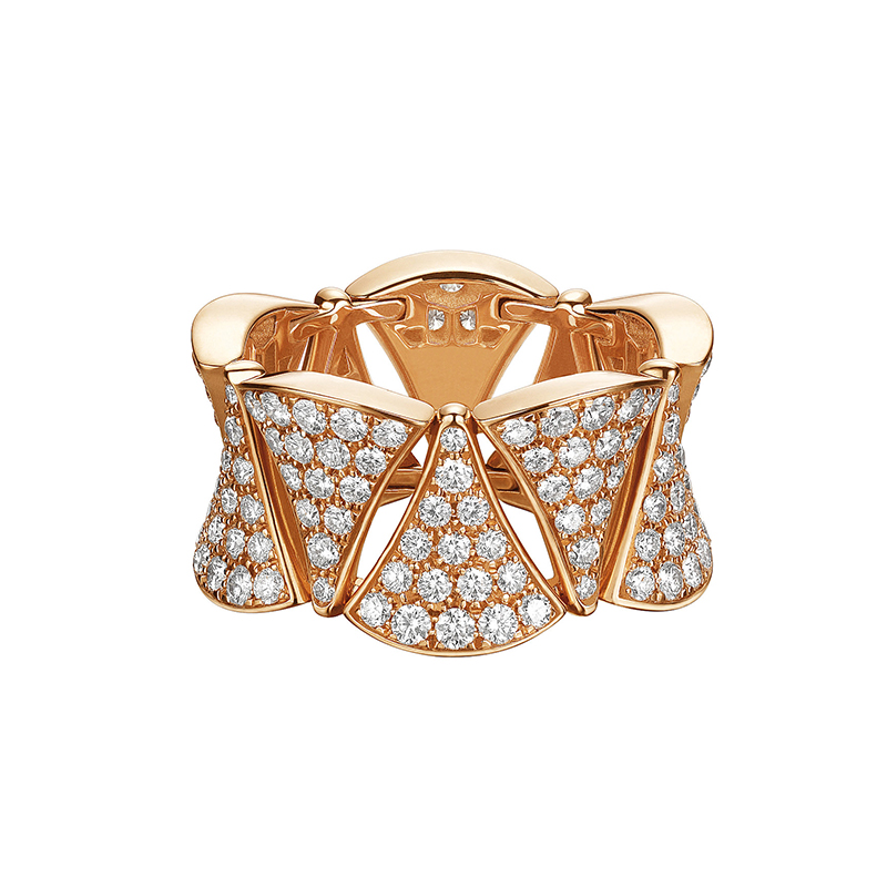 Ring in pink gold with diamonds