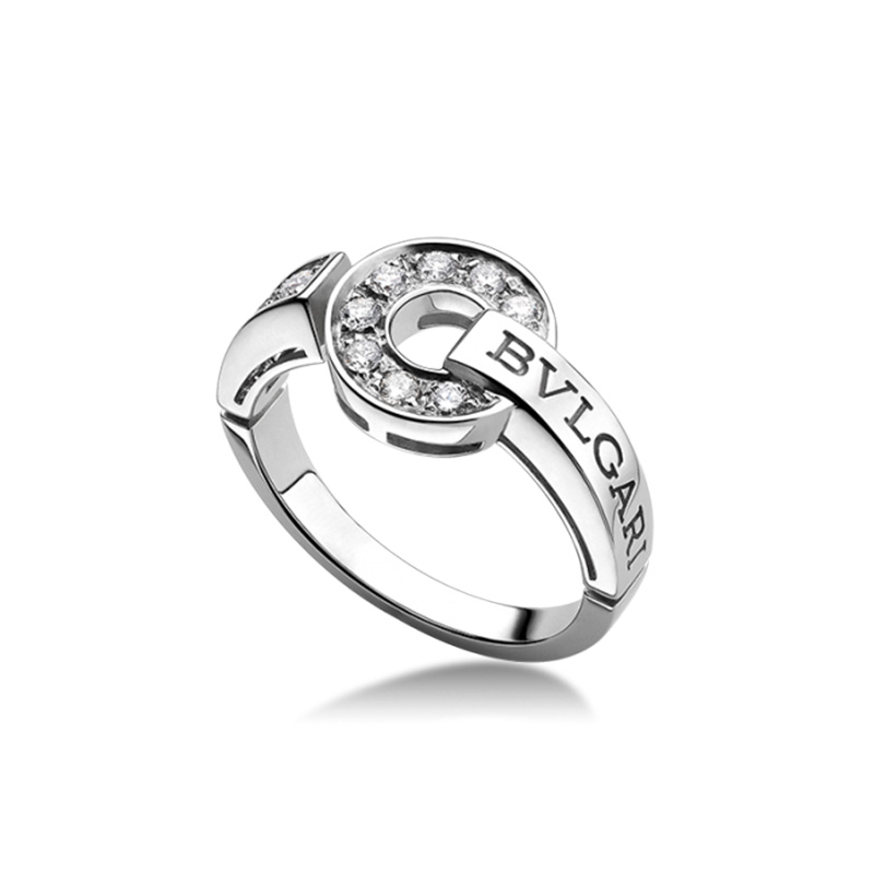 White gold ring with diamonds pavè