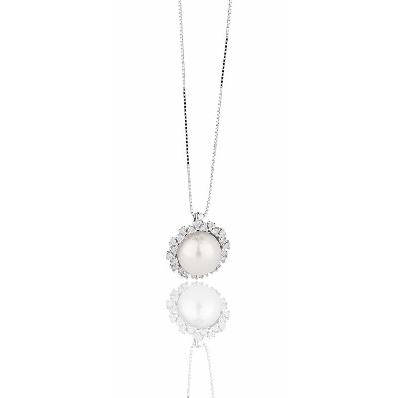 White gold necklace with pearl and diamonds