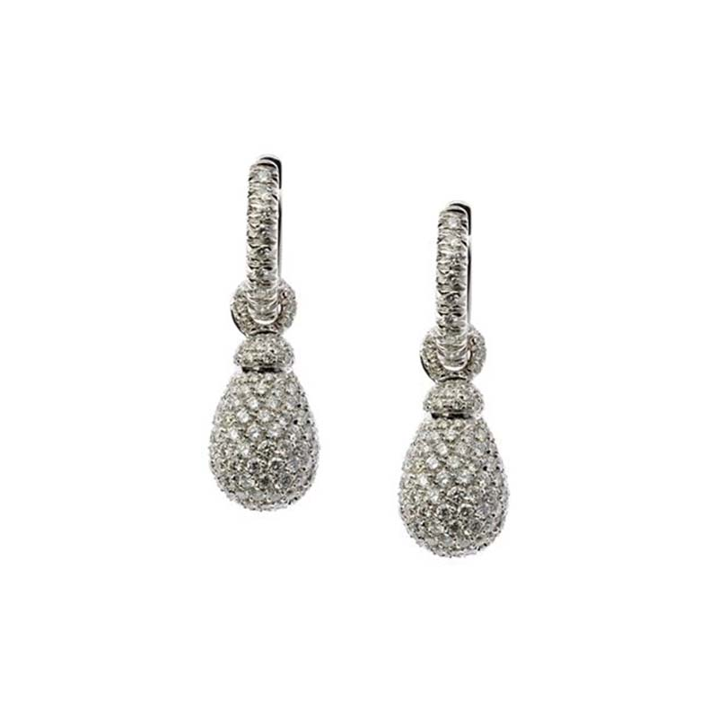 Short earrings set in white gold and diamonds pavé