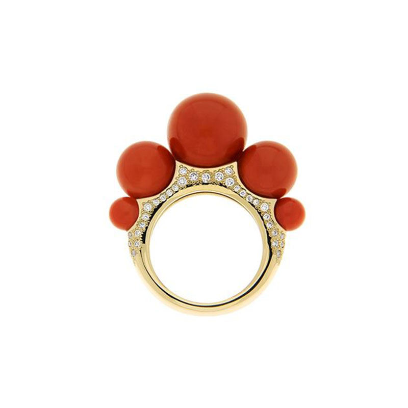 Ring set in yellow gold, red coral and diamonds pavé