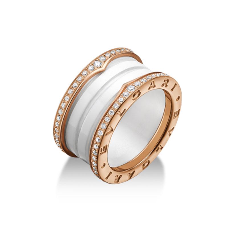 Anello in oro rosa, ceramica bianca e diamanti