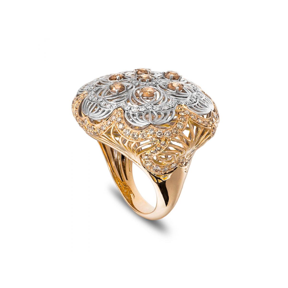 Anello grande in oro rosa e bianco con diamanti